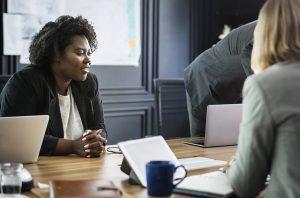 colloquio tra risorse umane e dipendenti. la forza del people management