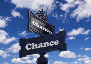 cartelli sulle direzioni da prendere che rappresentano i dubbi da parte delle risorse umane nel people management